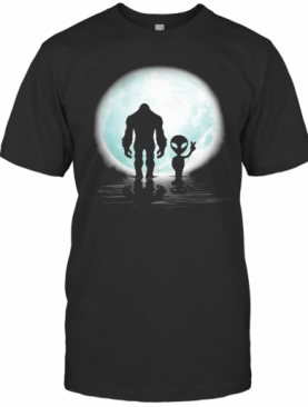 Bigfoot And Alien Under The Moon T-Shirt