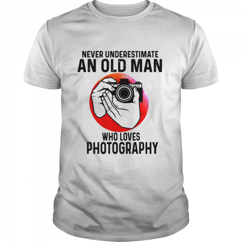 Never Underestimate An Old Man Who Loves Photography Classic Mens T shirt